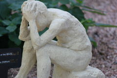Думать отчаянно статуя Стоковая Фотография