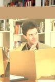 думать человека коробки внешний стоковые фото