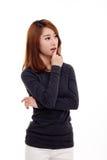 Думая молодая азиатская женщина стоковая фотография