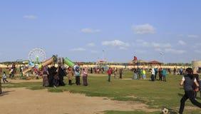 ДУМЬЯТ, ЕГИПЕТ - 4-ОЕ АПРЕЛЯ 2015: игра детей на celebr садов Стоковое Изображение