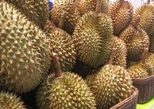 Дуриан в рынке в тайском Стоковое Изображение