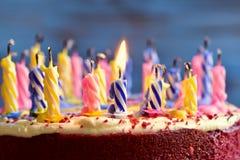 Дуть вне свечи торта Стоковое Изображение RF