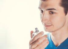 Дух молодого человека пахнуть Стоковая Фотография