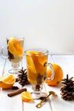 Душистый чай с апельсином и циннамоном стоковые фотографии rf