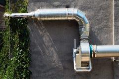 Дымит системой вентиляции с зеленым растением Стоковое фото RF