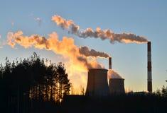 Дымовые трубы на восходе солнца Стоковое Изображение RF