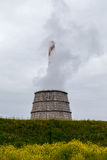 Дымя стояк водяного охлаждения завода Стоковые Изображения