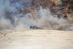 Дым и движение автомобиля разделяют надутое далеко от investig автомобильной бомбы Стоковые Изображения RF