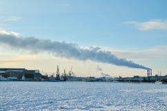 Дым от печной трубы фабрики Стоковые Изображения RF