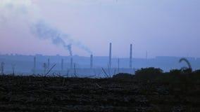 Дым от труб на заходе солнца акции видеоматериалы