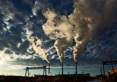 дым печных труб промышленный Стоковая Фотография