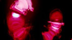 Дым радуги красный пропуская в черноте круга Дым в круговом движении Отделенный на чисто черной предпосылке Стоковое Фото