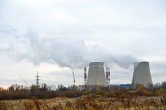 Дым трубы завода топления стоковая фотография