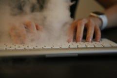 Дым трудоголика концепции над клавиатурой Стоковые Фотографии RF