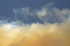 дым шлейфа 2 облаков Стоковая Фотография RF