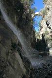 Дьяволы мост и водопад в Gole del Raganello Стоковая Фотография RF