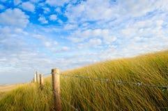 Дюна загородки утюга провода колючки Стоковые Фотографии RF