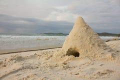 Дюна на утреннем времени пляжа Стоковая Фотография
