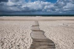 Дюны с тропой на датском Северном море плавают вдоль побережья Стоковая Фотография RF