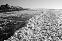 Длинная волна с домами Стоковые Изображения