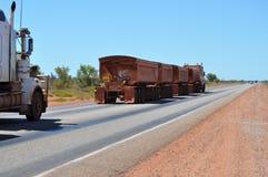 Длинная тележка Roadtrain в Австралии Стоковая Фотография
