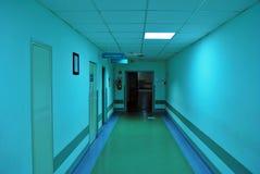 Длинний коридор в больнице Стоковое Фото