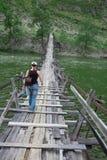 Длинний пешеходный мост подвеса Стоковые Изображения