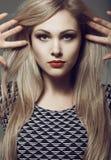 Длинные волосы, портрет красивой блондинкы тонизировать Стоковое Изображение RF