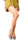 Длинные милые ноги женщины на белой предпосылке Стоковая Фотография RF
