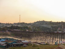Длинный деревянный мост на Sangkha Стоковое Изображение