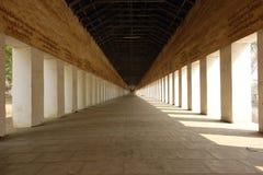 Длинный коридор, Bagan, Мьянма стоковые фотографии rf