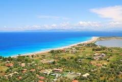 Длинный песчаный пляж на острове лефкас, Греции Стоковые Изображения