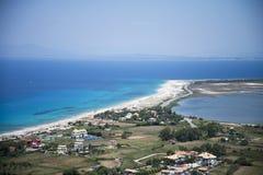 Длинный песчаный пляж на острове лефкас, Греции Стоковые Изображения RF