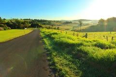 Длинный путь в холмистую область стоковое фото
