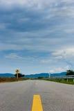Длинный путь и изогнутые знаки Стоковое фото RF