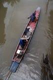 Длинн-замкнутая польза шлюпки широко распространила среди тайских местных людей Стоковые Фото