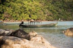 Длинн-замкнутая шлюпка на острове Surin Стоковые Фото