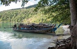 Длинн-замкнутая шлюпка на острове Surin Стоковые Изображения