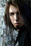 Длинн-с волосами молодой человек Стоковые Изображения RF