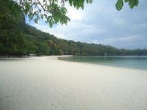Длиной протягиванный белый пляж Стоковые Изображения RF