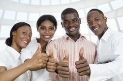 Для африканских деловых партнеров/большого пальца руки студентов вверх Стоковая Фотография