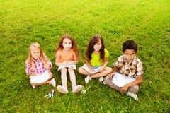 Для детей рисуя снаружи Стоковое Фото