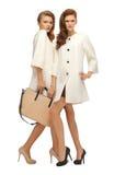 2 девочка-подростка в белых пальто с сумкой Стоковое фото RF