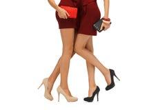2 девочка-подростка в красных платьях с муфтами Стоковое Фото