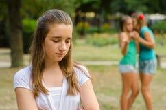 2 девочка-подростка делая потеху трети Стоковое Фото