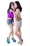 2 девочка-подростка злословя кто-то Стоковое фото RF