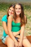 2 девочка-подростка имея потеху Стоковая Фотография RF