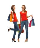 2 девочка-подростка с хозяйственными сумками Стоковые Фото