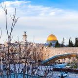 Евреи моля на западной стене Перемещение к Иерусалиму Израиль стоковое изображение