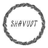 Еврейская карточка Shavuot праздника Колоски пшеницы венка и ухо, письменный текст руки Круглый венок солода с космосом для шабло иллюстрация штока